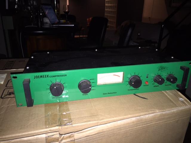 JoeMeek Stereo Compressor rev 1.07 no output gain 2