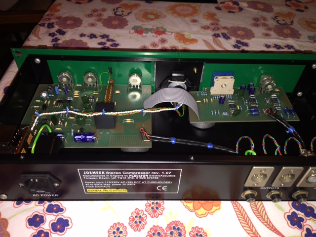 JoeMeek Stereo Compressor rev 1.07 no output gain 1